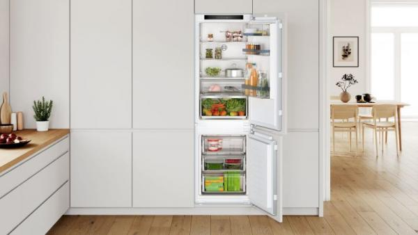 Bosch KIN86HFE0 Integrated 70/30 Frost Free Fridge Freezer
