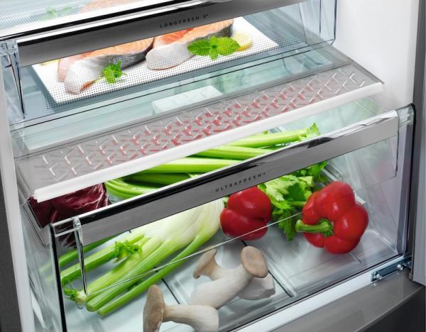 AEG RCB73726KX 60cm Frost Free Fridge Freezer